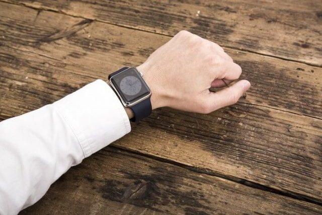 Apple Watchのアクセサリーは絶対に必要!