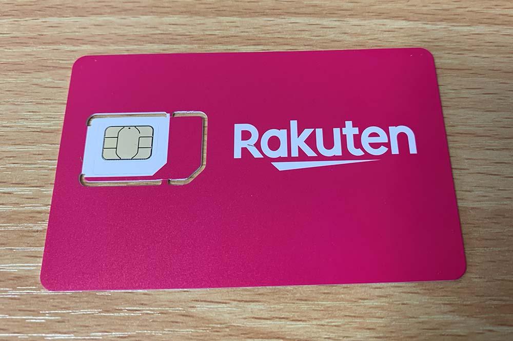 Rakuten UN-LIMITのSIMカードの元のサイズ