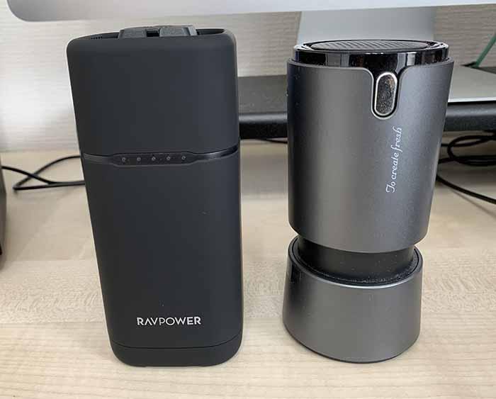 RAVPower RP-PB054proと卓上空気清浄機とのサイズ比較